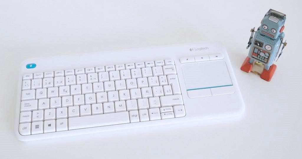 Review: Logitech K400 Plus, el teclado con trackpad